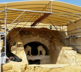 New Ancient Tomb in Greece Draws Big Crowds